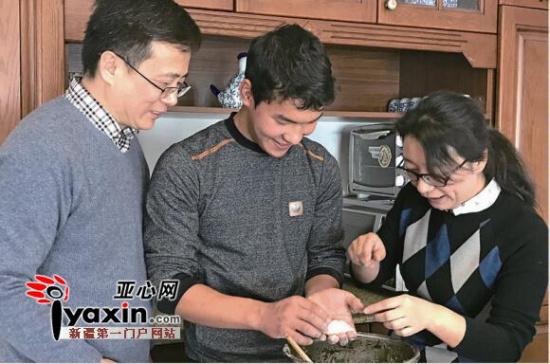 乌鲁木齐 洋学生来我家 学包中国传统饺子