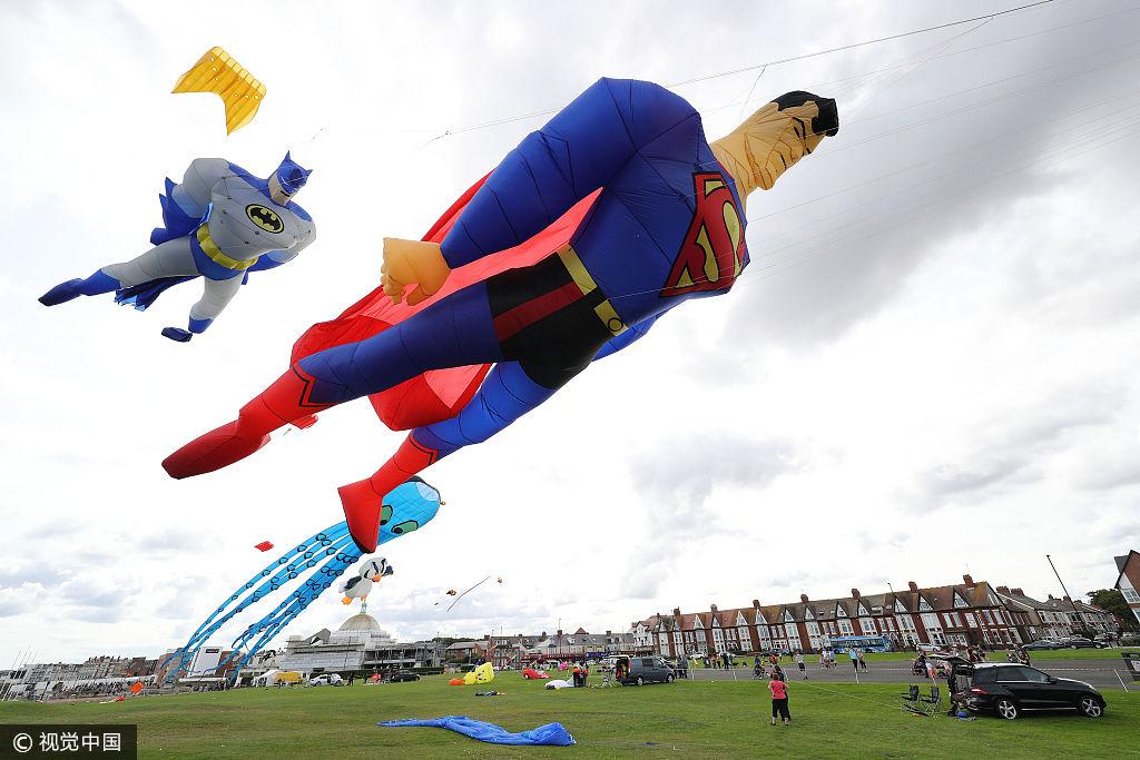 巨型超人飞上天空