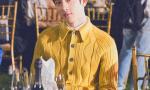 帅气养眼!井柏然淡黄色毛衣打造秋日文艺范儿