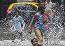 印度暴雨致街道汪洋