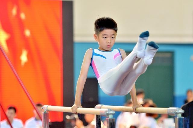 杨阳洋参加体操比赛