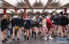 不穿裤子搭地铁