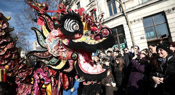 欧洲多国舞龙舞狮庆祝中国春节