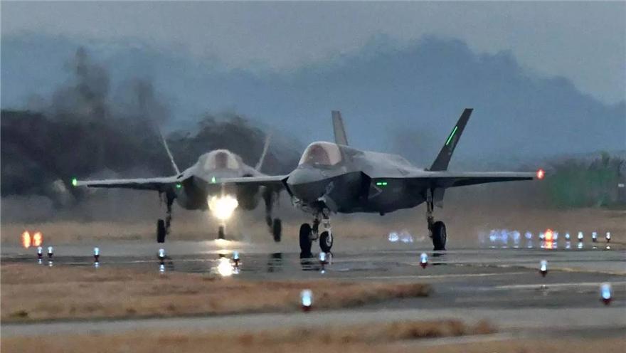 驻日美军又坠物 战机抛下燃料箱