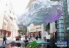 上海新天地设计节揭幕 游客在上海街头欣赏艺术装置《悬浮》