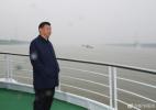 习近平乘船考察长江 察看生态环境和发展建设情况