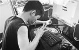 衢州脑瘫小伙用一根手指写玄幻小说 9年敲出210万字