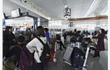 南京禄口机场迎暑运客流高峰 客流接近9万人次