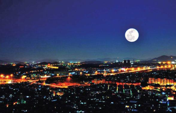 举头望明月 何处最销魂