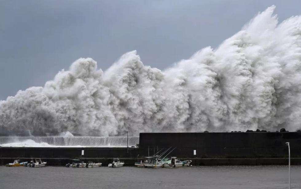 """日本:台风""""潭美""""危害或超""""飞燕"""" 多地紧急防备"""