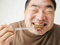 老咬舌头是想吃肉了?不!这可能是疾病前兆!