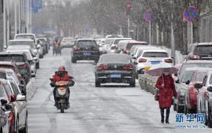 抬头看!北京大部地区出现降雪 请注意保暖和行车安全!