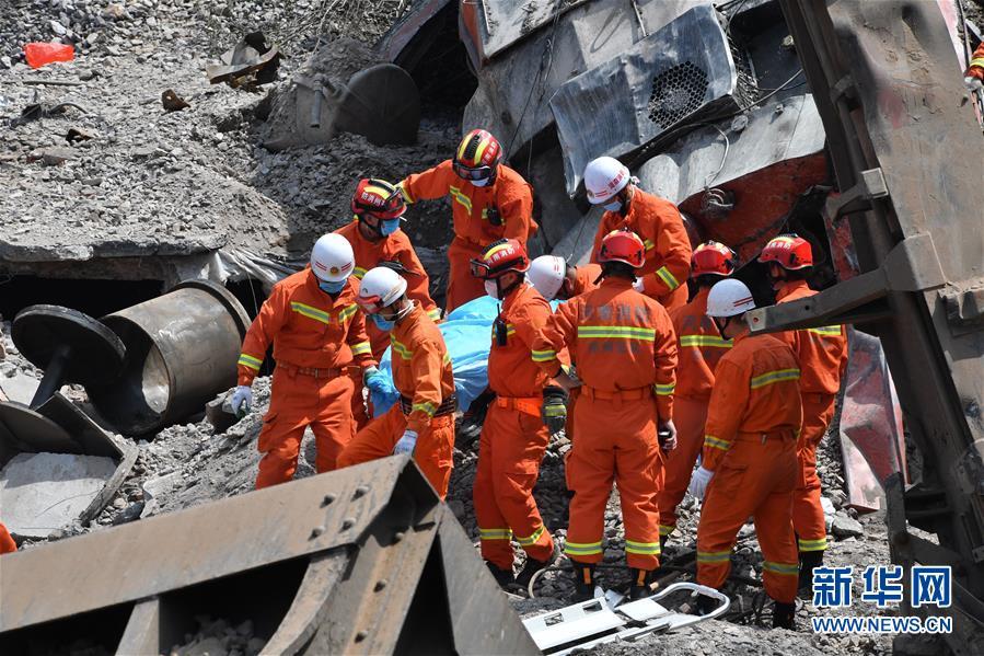 (新华网)(2)中铝物流运矿石火车事故已致4人死亡