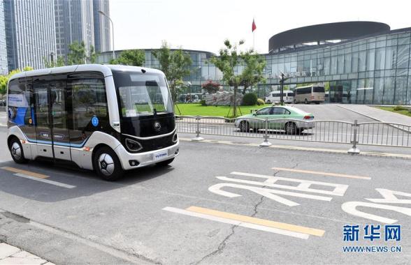 """郑州:""""智慧岛5G智能公交项目""""在公开道路试运行"""