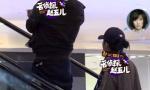 恭喜靳东再当爹 老婆挺大肚逛街疑怀上二胎