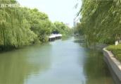 """稀奇!河道里开来""""洒水船"""" 起环保作用"""
