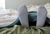 失眠患者睡觉别脱袜子 穿袜子睡觉睡着得更快