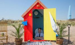 英发明家打造世界首座海滩地下小屋