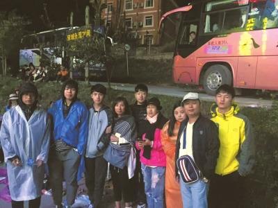 13名浙江游客致谢导游:谢谢您冒着生命危险照顾我们