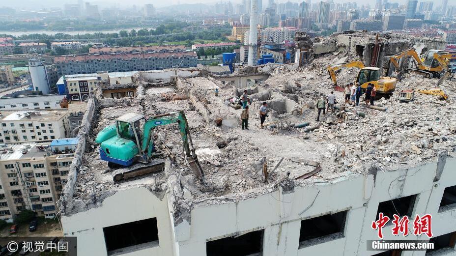 挖掘机高空拆大楼