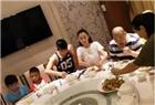 张柏芝全家聚餐