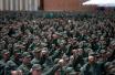 委内瑞拉90万人军演对抗美制裁 平民学用武器