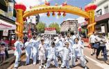 四海贺新春五洲同欢乐 外国人喜过中国年
