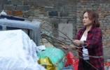 美女辞掉万元月薪工作 扛麻袋收废品把日子过成诗