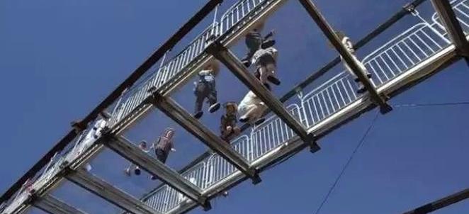 3D玻璃桥你敢走吗
