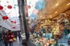 布鲁塞尔圣于贝尔购物长廊挂起中国红灯笼