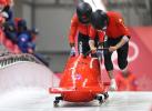 中国男子双人雪车上演冬奥处女秀 今日全力以赴