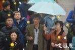 雨纷纷情切切 180位烈士家属雨花台举行凭吊仪式