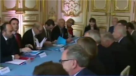 法国 法国议会16日将就空袭叙举行辩论