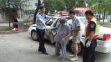 湖南湘潭:民警代驾 送老人回家