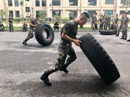 这是解放军骨头最硬的部队 第一秒就给下马威