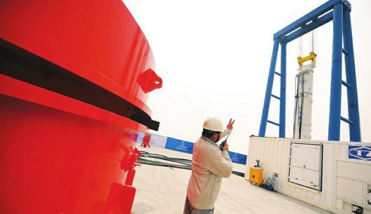 天津 我国超大型海上打桩锤研发成功