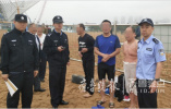 青岛:浴场尚未开放就下去游泳 两名外地游客被困海中