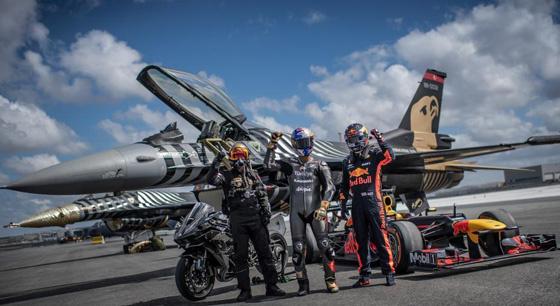 """摩托车与飞机比赛 土耳其上演""""速度与激情"""""""