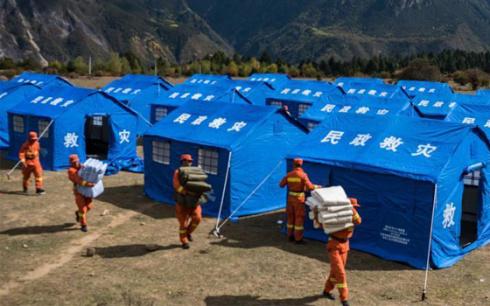 西藏雅鲁藏布江堰塞湖应急抢险救援进行