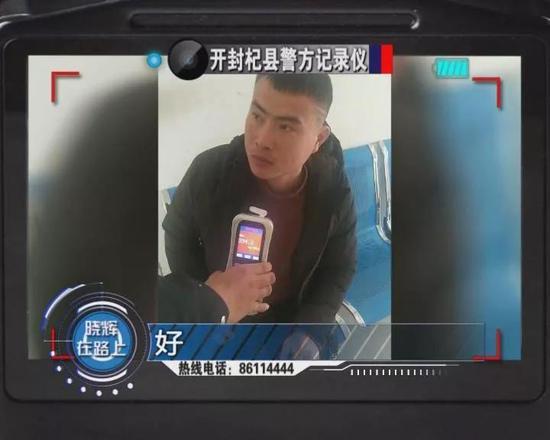 开封:一母亲为阻止儿子醉驾 含泪拨打110向民警举报