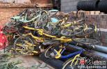 """石家庄一小区""""僵尸""""共享单车堆积 谁负责清理?"""