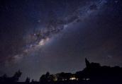 """银河系中心观测到巨型""""孪生""""气泡结构"""
