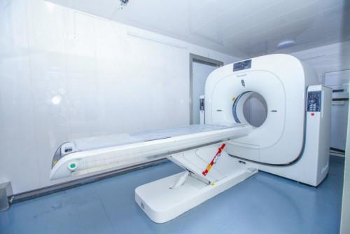 """数台齐发 驰援疫区 东软医疗移动CT扫描单元""""雷神""""下线发机"""