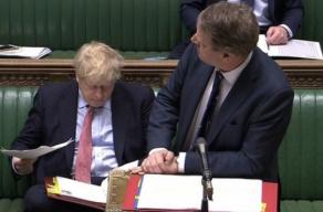 苏格兰事务大臣出现症状 曾与英国首相同坐一条长凳
