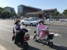 北京电动车头盔涨价卖断货,后备箱、后视镜跟风热销