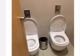 杭州商场出现双马桶厕所 肩并肩或面对面?