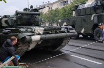 白俄交警疑给肇事坦克开罚单 大兵一脸懵圈