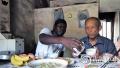 黑人大学生走进温州乡村 为留守老人做一顿家乡菜