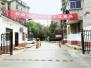 小区挂条幅欢迎瓜农来卖瓜 物业给瓜农端来红烧肉
