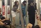 两名女子因座位互殴